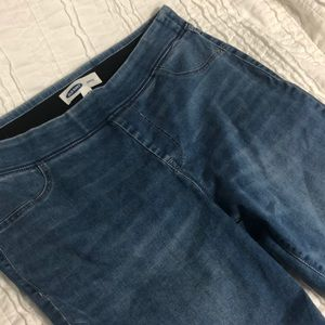 Rough-edged ankle jeans. Barely worn!